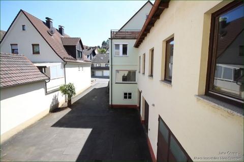 Außen_Hofeinfahrt Wohn- und Geschäftshaus mit Laden - und Lagerflächen auf 2 Etagen mit zusätzlichen Garagen!