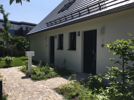 Hauseingang Stadthaus mit eigenem Garten in ruhiger Lage
