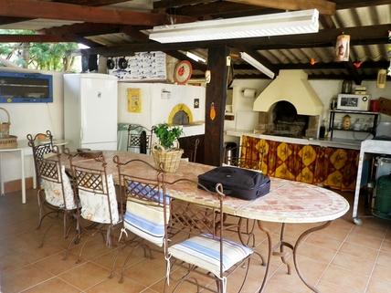Sommerküche Südfrankreich?... Warum eigentlich nicht?!<br /> <br /> Anwesen mit 3 Wohnungen und Pool in ruhiger Lage.