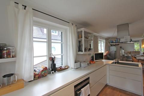 Bild 2 EBK Helle, neuwertige 3-Zimmer-Wohnung mit Balkon in ruhiger Lage von Harlaching