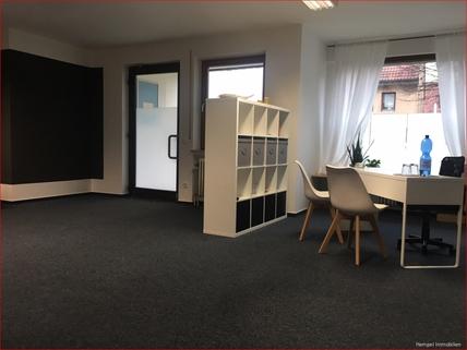 Hauptraum Gepflegte Gewerbefläche Praxis/Büro/Einzelhandel im Dorfkern mit Stellplätzen