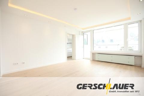 Geräumiges helles Wohnzimmer Luxuriös renovierte 1-Zi.-Whg. mit Süd-Balkon und separater Küche mit Fenster in Planegg