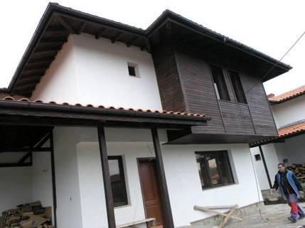 N13410003_mvc-001f.jpg 5 neugebaute Haeuser in einer neuen Siedlung- nah von Burgas