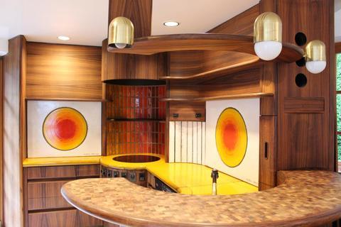 Moba Küche EG VILLENWOHNUNG mit dem Schlüssel zum See. <br /> Mit beheiztem Außenschwimmbecken in 82319 Starnberg